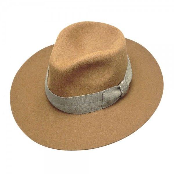 Albox Sombrero Furfelt Ala Ancha | Sombrero clásico de ala ancha de fieltro, con cinta acabada en lazo con un tono a juego que le aporta un toque moderno y casual conjunto. Muy flexible y manejable. No se puede enrrollar. Badana de grogué. Composición 100% fieltro.  Limpieza en seco. Fabricado en España.