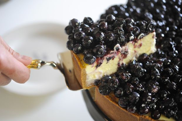 delicious blueberry cheesecake dessert