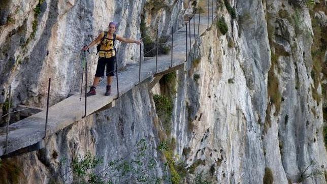 El camino tallado en la roca
