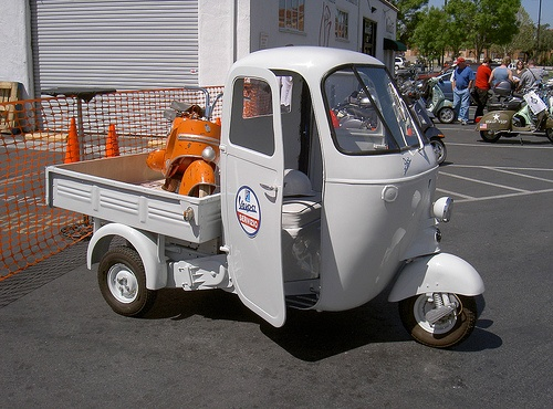 Vespa Ape with cargo. I want it