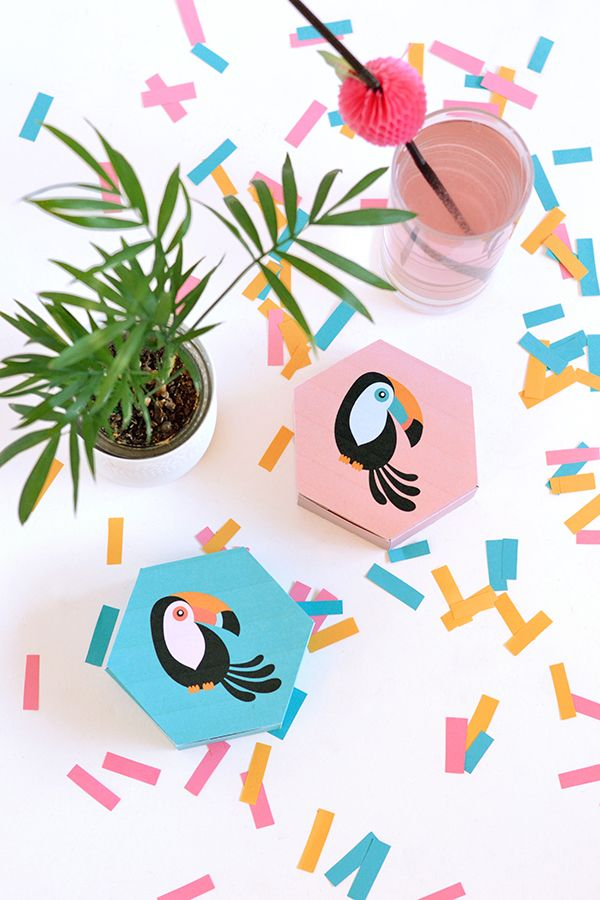 Kijk wat ik gevonden heb op Freubelweb.nl: een gratis printable van Make and Tell om deze toekan cadeaudoosjes te maken https://www.freubelweb.nl/freubel-zelf/zelf-maken-met-papier-toekan-doosjes/