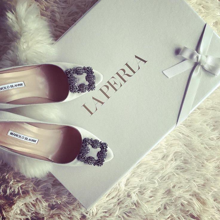 Czy wszyscy już widzieli mój ostatni vlog w którym pokazuję jak robię zakupy w @apapatpoland?  Jeśli nie to zachęcam do nadrobienia zaległości  bit.ly/2zACGio PS Część zakupów możecie zobaczyć już na moim Facebooku #zakupy #shopping #laperla  #bielizna #luxuryshopping #manoloblahnik @manoloblahnikhq
