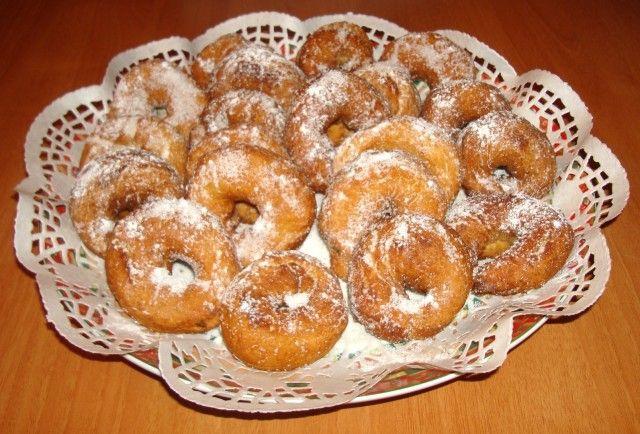 buenisimas para hacer con ayuda de los peques. Les encantará. Rosquillas fritas con sabor a naranja, doraditas y espolvoreadas con azúcar.