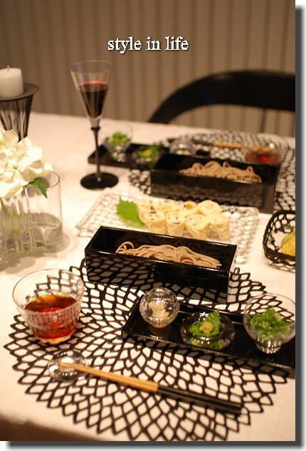 昨日のテーブルにお料理を盛りつけると…     簡単なお料理のときほど    テーブルセッティングや器でごまかしています(笑)    ...