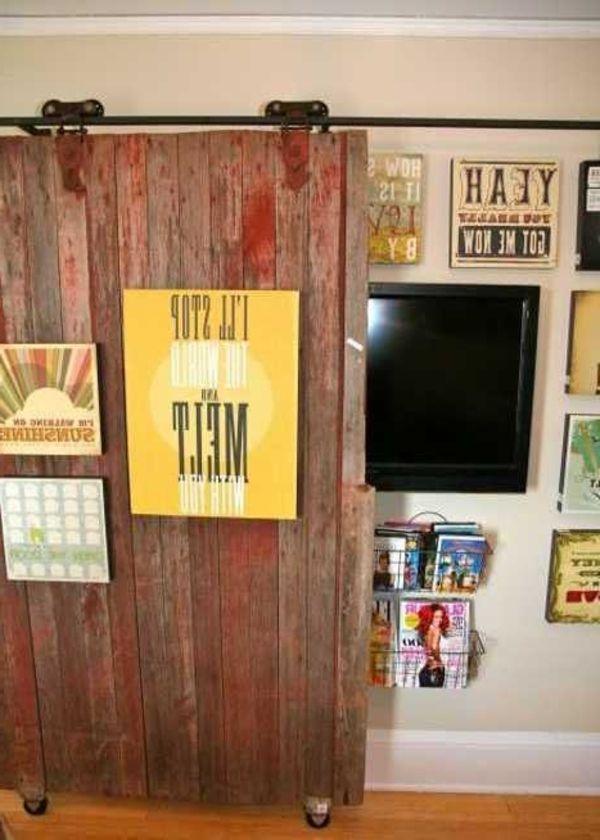 wohnzimmer ausstattung- dekorative hölzerne wand vor dem fernseher - kunst fürs wohnzimmer