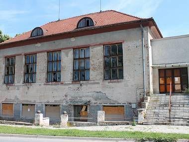 Dělnický dům v Olomouci dál chátrá. Nemůžu nic dělat, tvrdí majitel