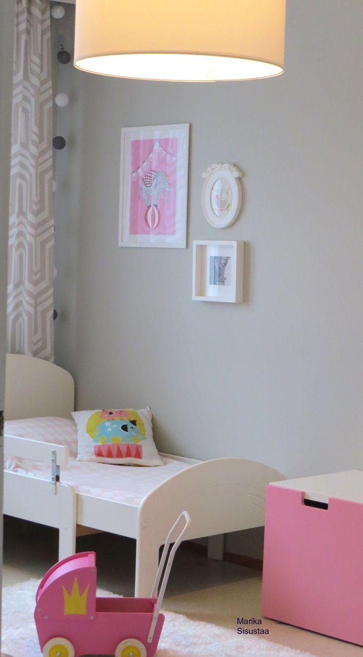 Tytön huone, lasten huone, pinkki, harmaa, valkoinen