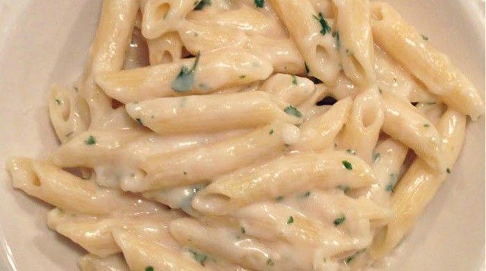 Krémové česnekovo-sýrové těstoviny, které si zamilujete