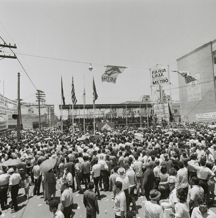 Palanque para cerimônia que marca o início das obras do metrô paulistano, em 14 de dezembro de 1968, realizada na Av. Jabaquara.  fotógrafo: não identificado Fundo PMSP, Grupo GP Acervo AHSP