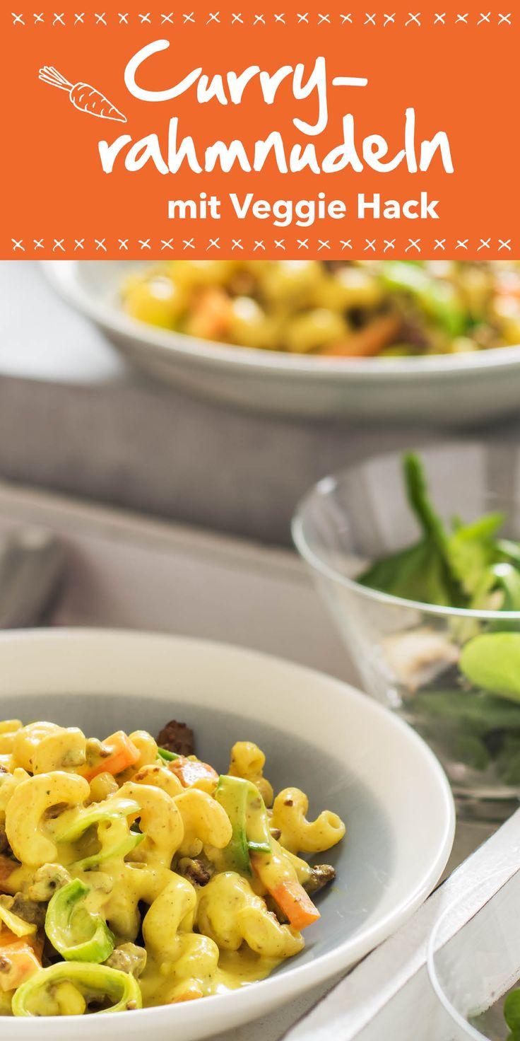 Wenn du ein schnelles vegetarisches Gericht zubereiten möchtest, solltest du diese Curryrahmnudeln mit Veggie Hack ausprobieren. Cremige Sauce und knackiges Gemüse machen dieses Gericht aus. Wir wünschen guten Appetit!