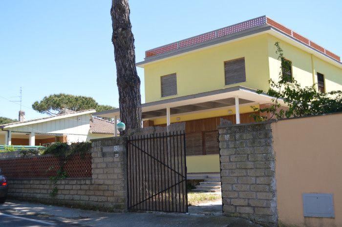 euro 219000 al piano terra si compone di salone, cucina, bagno, 3 camere e veranda al piano primo di salone, cucina, 2 camere e bagno