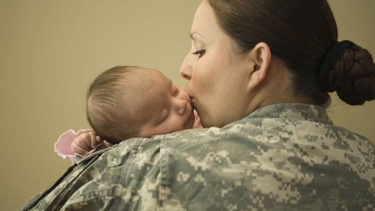 These amazing photos show the tenderness and courage of military moms
