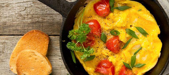 Wesoły omlet z pomidorem