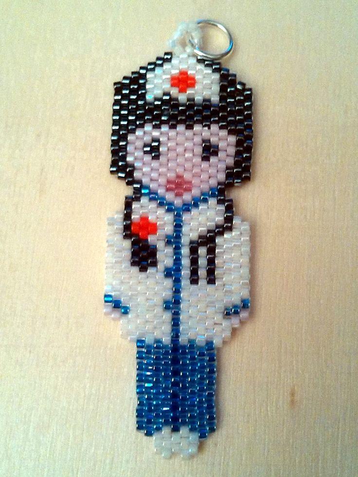Enfermera con miyuki. Peyote stitch nurse