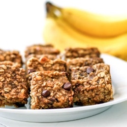 Chocolate Chip Banana Peanut Butter Oatmeal Bars. Only 1/4 cup sugar in the whole recipe!