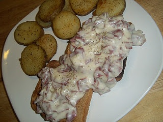 Creamed Chipped Beef: A classic from my childhood perfect for breakfast or dinner.: Chipped Beef, Food Recipes, Beef Recipes, Feasti Review, Interesting Recipes, Classic Feasti, Breakfast Food, Cream Chips Beef On Toast, Cream Beef
