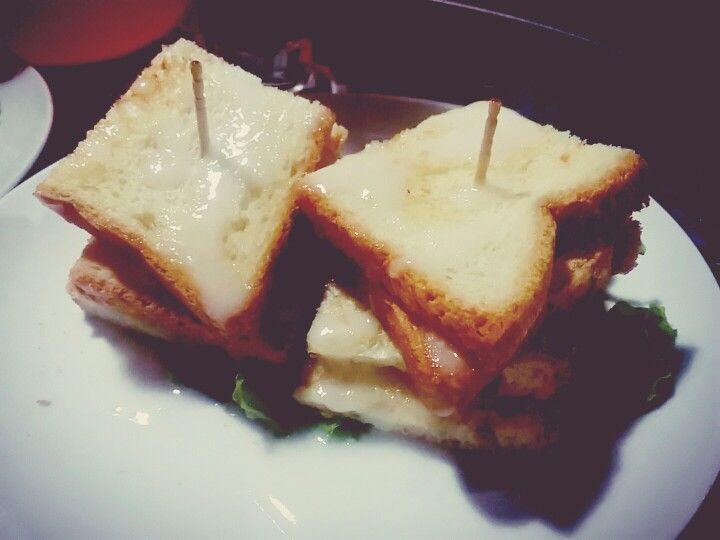 Roti bakar leci