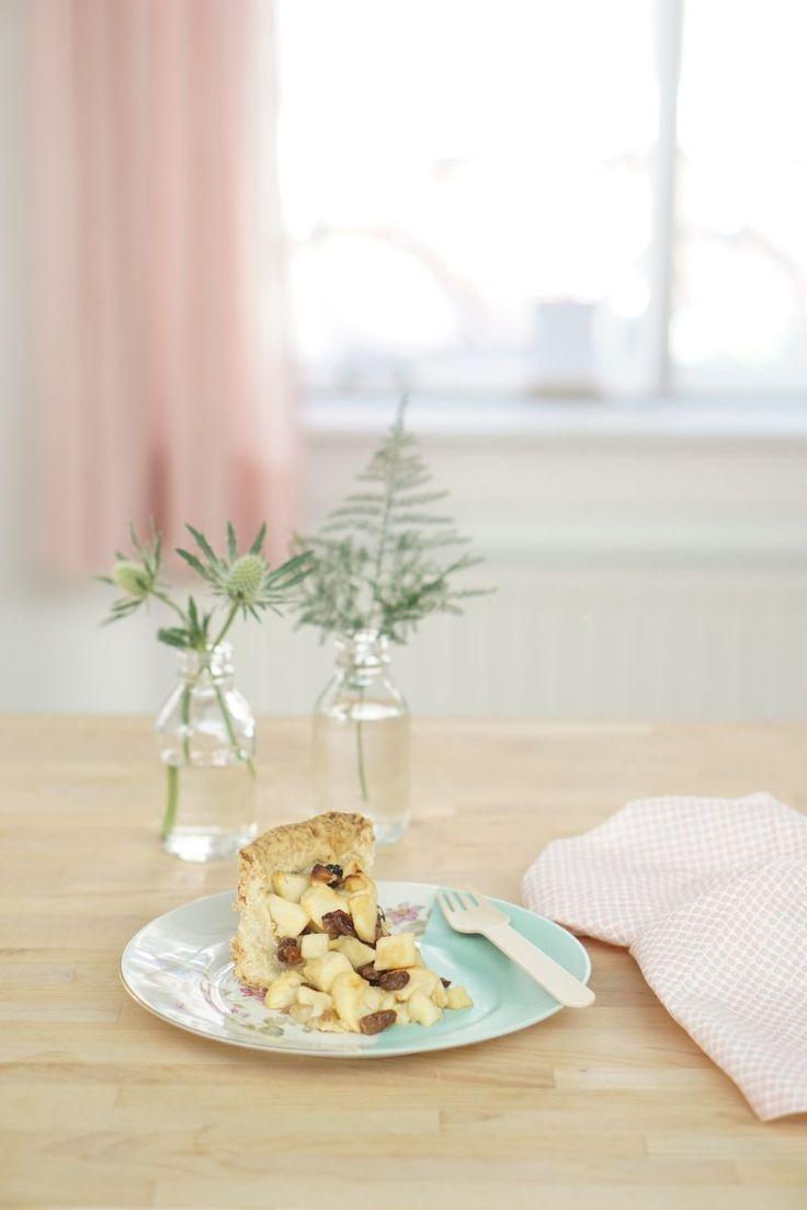 Dat woeste weer zo af en toe is uitstekend voor een bakdagje! Appeltaart, mits zelfgebakken, is één van mijn favorieten. En staat ook zo op gezellig op tafel! Op een mooie schaal of taartplateau. I...