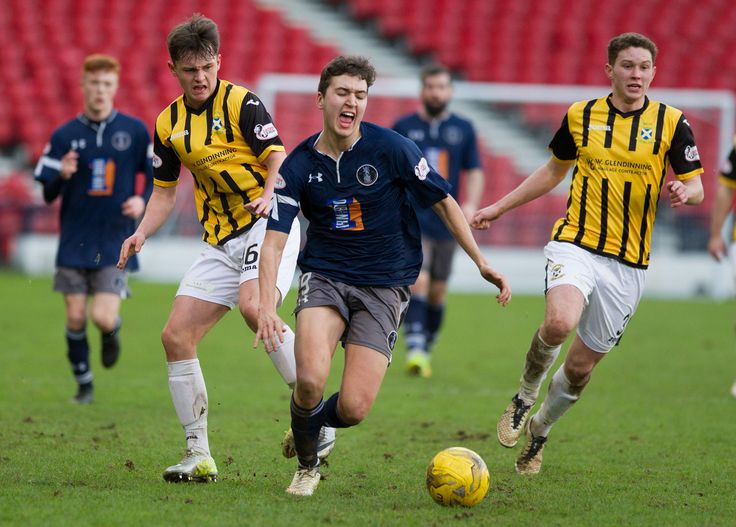 Queen's Park's Dario Zanatta in action during the Ladbrokes League One game between Queen's Park and East Fife.