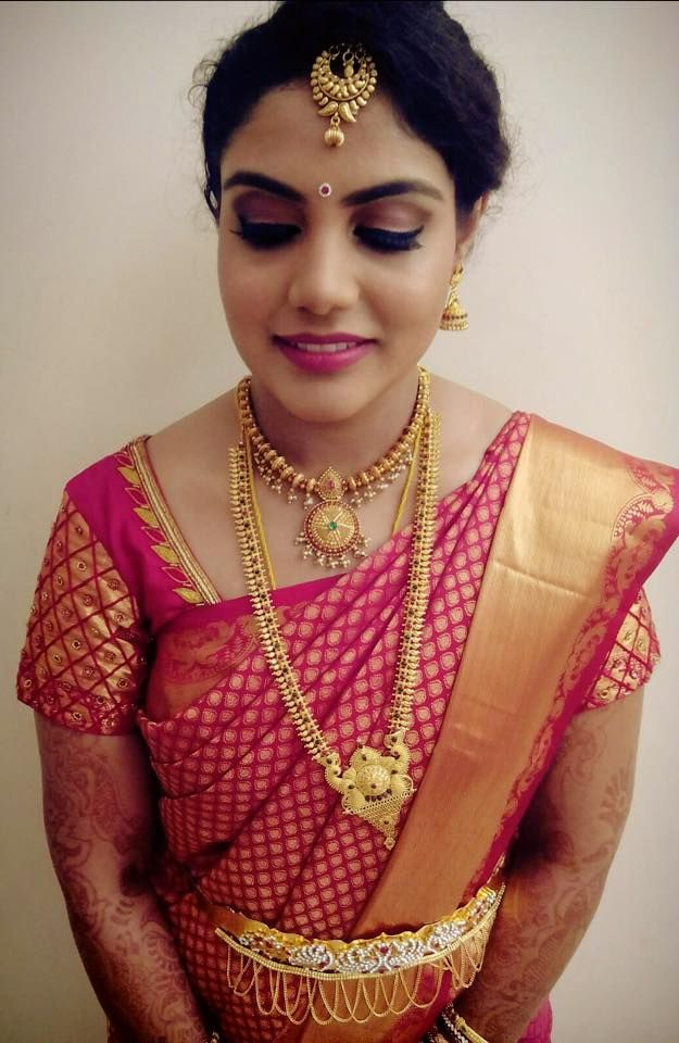 Traditional Southern Indian Bride Wearing Bridal Silk Saree And Jewellery. Reception Look ...