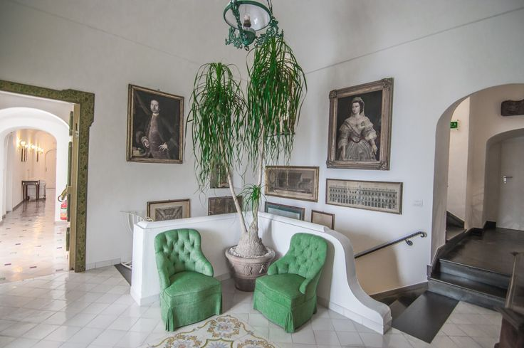Where to stay in Positano | Le Sirenuse Hotel | Amalfi Coast | Italy | Boutique Luxury Hotels | Green Chairs  | Antique