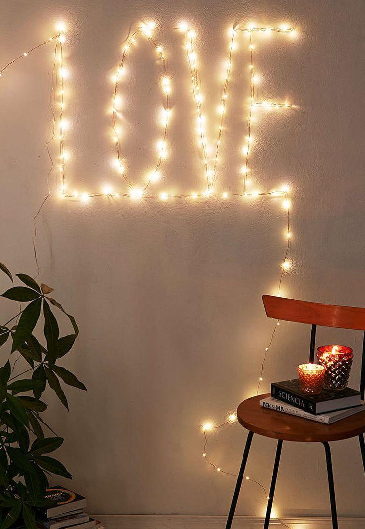 Dia Dos Namorados Mais Romântico. Iluminação Com Luzes De Natal.