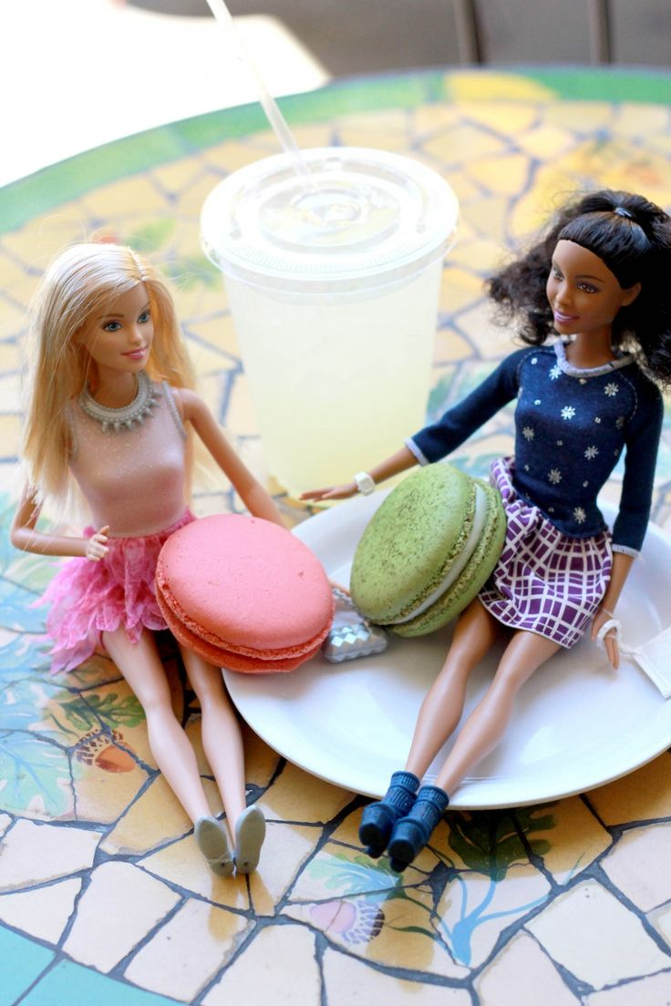 Barbie Fashionistas making the most of summer days with macaroons & lemonade with friends [ad]