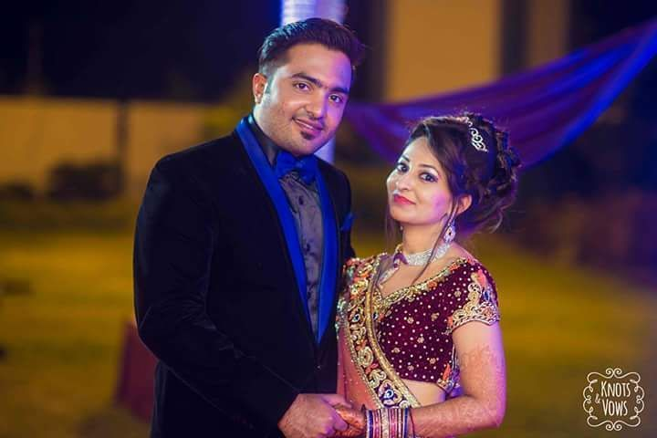 Just look at this perfect and adorable Gujarati couple who spent every moment of their wedding and post wedding photoshoot.  For more visit us at www.wedamor.com Photo Credits: Knots and Vows  #Wedamor #WeddingPlanner #KnotsAndVows #CandidPhotography #WeddingPhotography #IndianWeddings  #IndianBride #IndianBeauty #BeautifulIndianBride #BrideandGroom #PreWeddingPhotography #IndianBrideAndGroom  #BigFatIndianWedding #PhotoOfTheDay #PicOfTheDay #LoveMoments #WeddingMoments #DestinationWeddings…