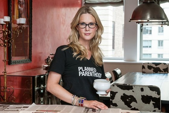 Stephanie March Entertains in Amagansett, Uses Canned Tomatoes Behind Bobby Flay's Back -- Grub Street New York