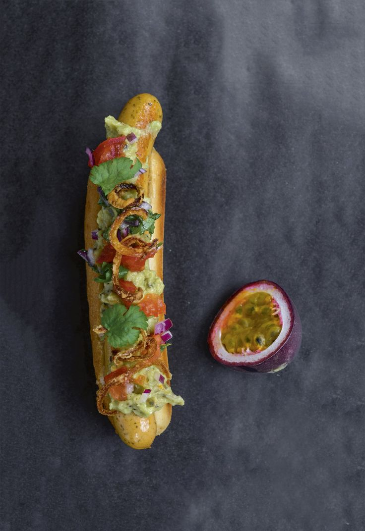 Opskrift: Hotdog med guacamolesalsa   chilensk completo