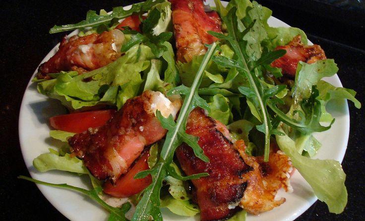 De varkenshaas met spek is een prima gerecht voor op de barbecue. Je kunt het echter ook in de pan bakken. Het vlees is gemarineerd en zal heerlijk smaken.