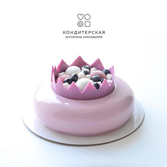 Доброго вечера, друзья!  Торт для принцессы , внутри малина-личи, у меня устойчивое ощущение что это безусловный хит этого года. Его нежный вкус не может оставить вас равнодушными  cake#cakes#cakeart#cakestagram#cakedesign#cakedecorating#cakecakecake#cakesofinstagram#bakery#торт#тортбезмастики#тортик#тортнаденьрождения#еда#bonappetit#cheftalk#_chocolate_jewels…