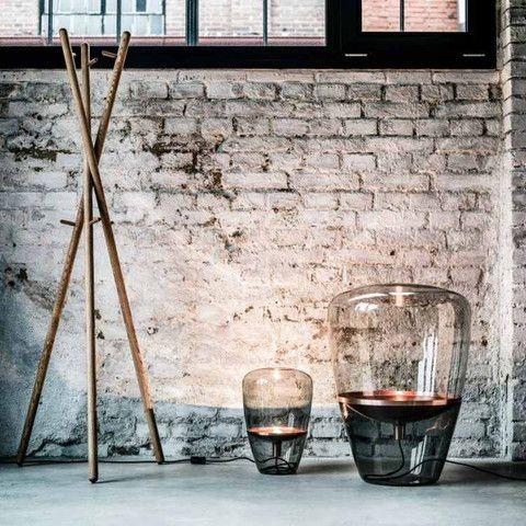 Balloon vloerlampen van Brokis, handgeblazen rookglas met koperen details.