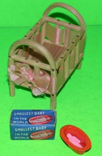 FAIRYLITE-DOLLS-HOUSE-WOODEN-CRIB-COT-amp-SMALLEST-BABY-IN-THE-WORLD-BOXED