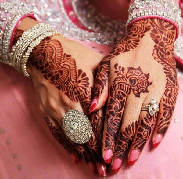 A beautiful henna art which makes the bride's hand look so gorgeous with those ornaments.