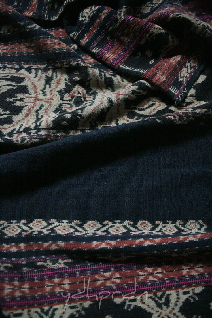 "Ei Worapi or non ceremonial Savunese sarong with dark, but still blue, instead of black indigo base; odd number of ""ro'a"" or thin indigo band on each sides of sarong panels and the existence of red color on the joint seams called ""béka"" indicates that this sarong was made by hubi ae moiety. Done handsomely out of a handspun cotton yarn and natural dyes in Savu - NTT."