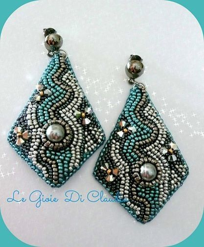Embroidery Earring Moom