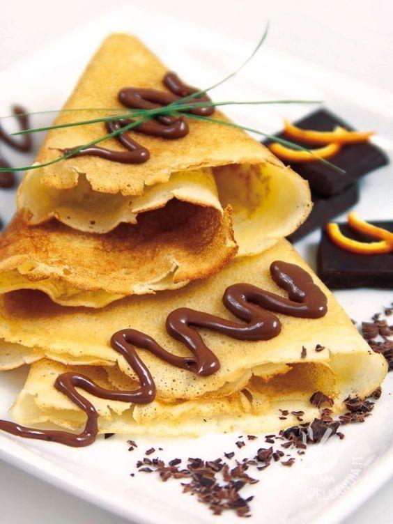Chocolate crepes - Le Crepes al cioccolato sono il must dei must dei più famosi dolcetti francesi! Come tirarsi indietro di fronte a tale golosità? #crepesalcioccolato