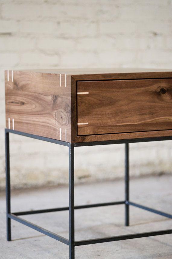 Table dextrémité Myers noyer noir et acier par KithandKinStore
