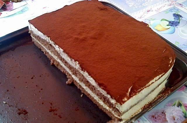Prajitura vanilata Foi 8 oua 8 lg zahar 7 lg faina 2 lg cacao 1/2 plic zahar vanilat Bourbon crema 500ml frisca 5 galbenusuri 250gr zahar 1plic gelatina 1+1/2 plic