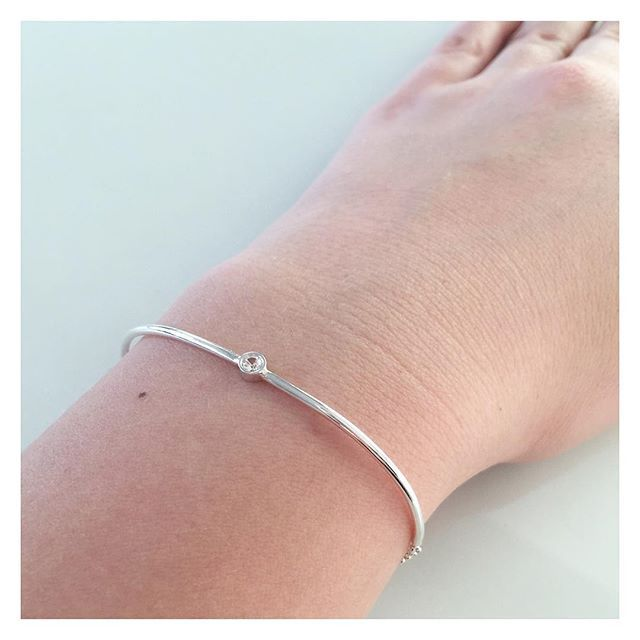 ...tai erikseen 🖤 #silver #sapphire #bracelet #finnishdesign #handmadeinpori #handmadejewelry #oonaarmiajewelry