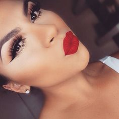 If in doubt, put on a red lip & pout <3