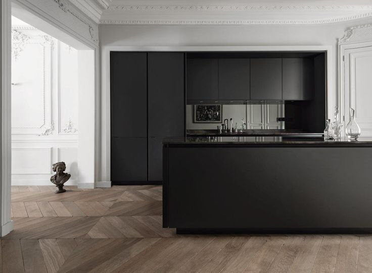 SieMatic PURE / S2. Located in the heart of Paris