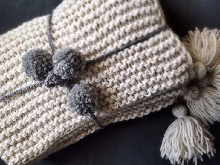 Koc dziecięcy z chwostami. 85x100cm 55%alpaca, 40%wool, 5%linen  #baby #blanket #babyblanket #wool #handmade