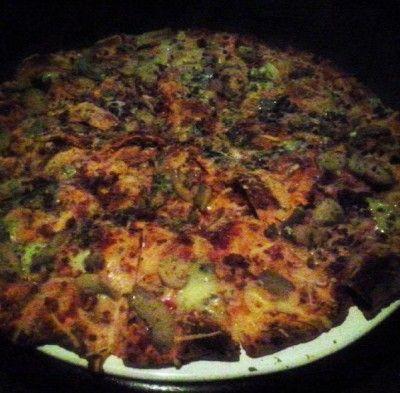 Pizza de champignon, alho frito e gorgonzola.