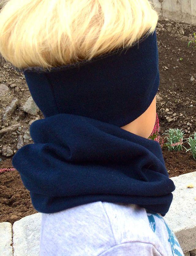 Å holde barna varme, og tildekket i halsen er ikke alltid så lett. Skjerfene ramler av, og hals med borrelås får borrelåsen full av støv, slik at den ikke virker. Men en tubehals eller buff som man også kaller det fungerer fint! De er enkle for små barn og ta av og på selv, og de holder seg på plass.