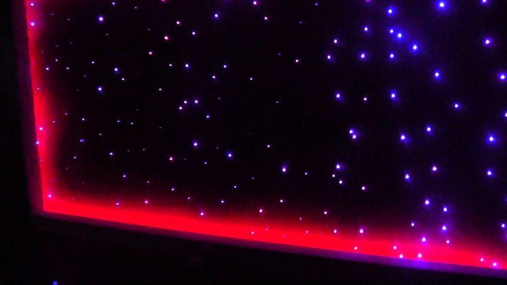 Dekoracyjne oświetlenie sufitu podwieszanego. Konstelacje Świetlne oraz taśmy LED RGB.