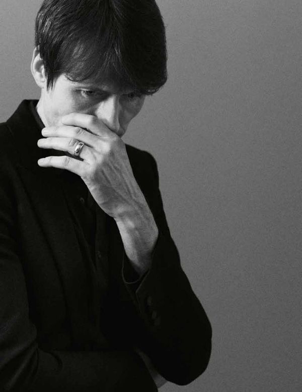 Brett Anderson in the last issue of Modzik #33. Photography by Pablo Arroyo
