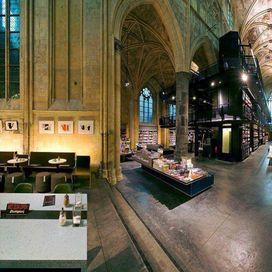 La libreria Boekhandel Selexyz Dominicanen a Maastricht, in Olanda, prima di diventare luogo sacro per appassionati di libri di ogni genere era una chiesa domenicana di Frati Predicatori. Sconsacrata nel 1794 e per anni utilizzata come archivio comunale, magazzino e deposito di biciclette, nel 2005 lo studio di architetti olandesi Merkx + Girod la trasforma in una delle librerie più belle del mondo. In stile gotico, che i due architetti hanno dovuto preservare per non stravolgere troppo…