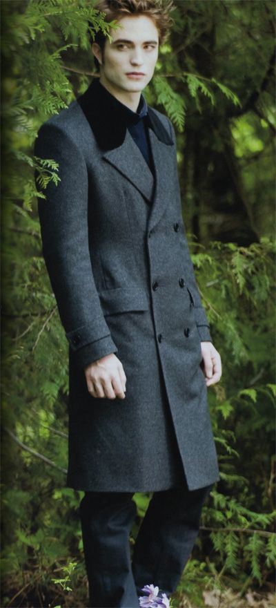 New Moon - This is how Edward should dress throughout the whole film series...